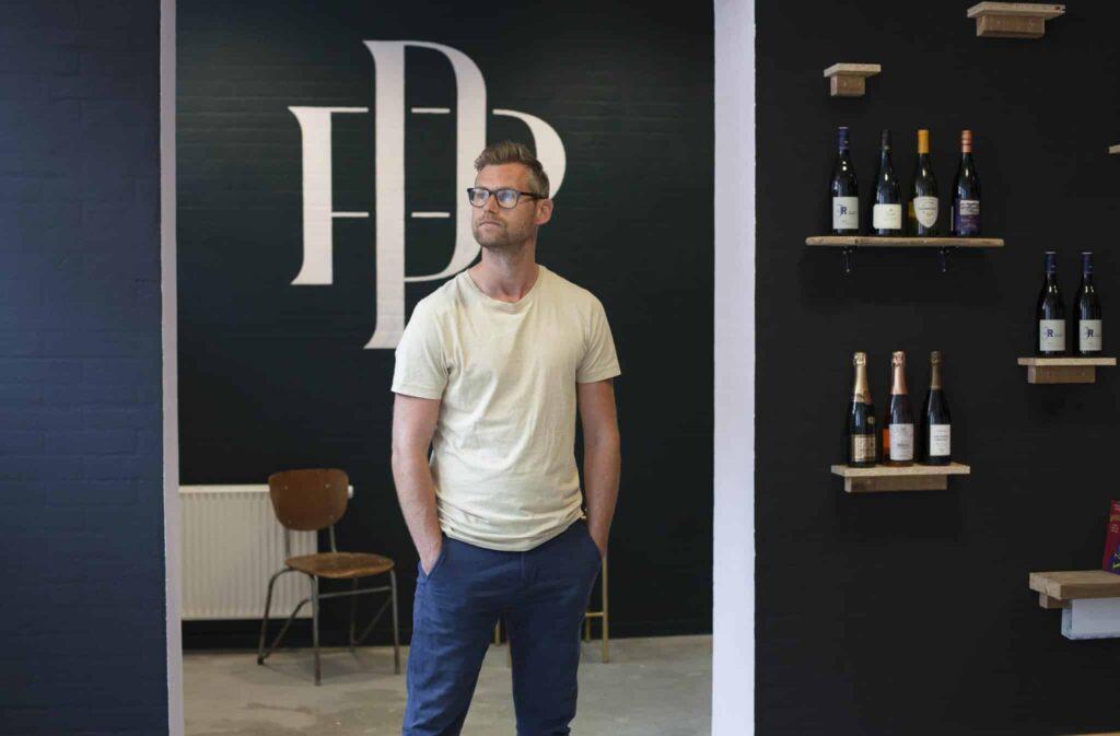 Mikael Kvist Laursen i butikken inden åbning